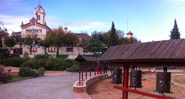 monasterio-del-garraf-monjes-budistas
