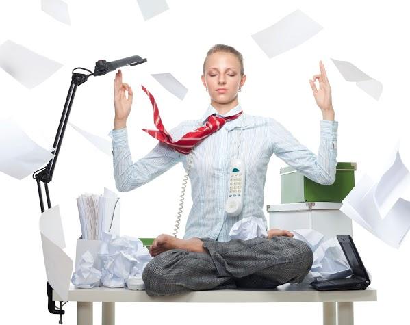 Yoga-para-personas-ocupadas-oficina-trabajo