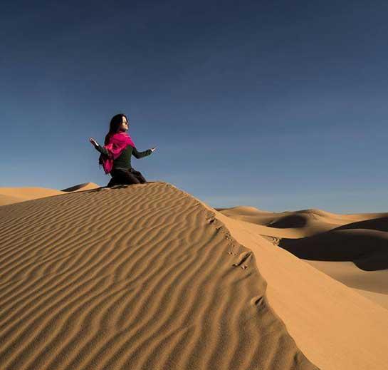 retiro-yoga-en-el-desierto-meditacion-duna
