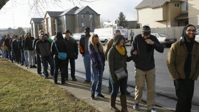 fila-gente-comprando-marihuana