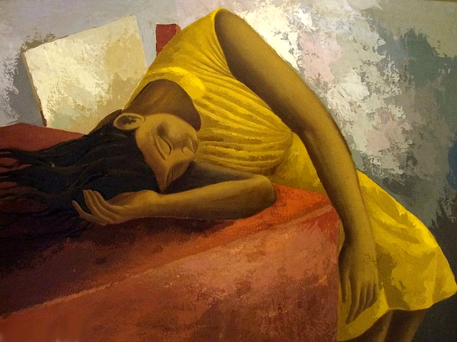 mujer-dormida-cansada-fibromialgia-fatiga