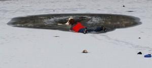 rescatesalvando-perro-mujer-1