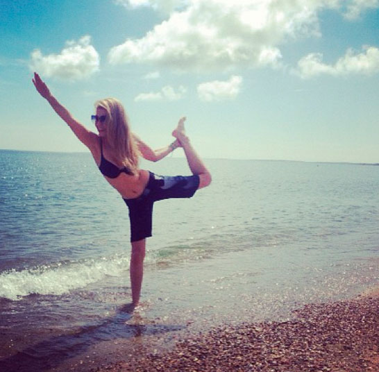 famosas-yoga-thalia