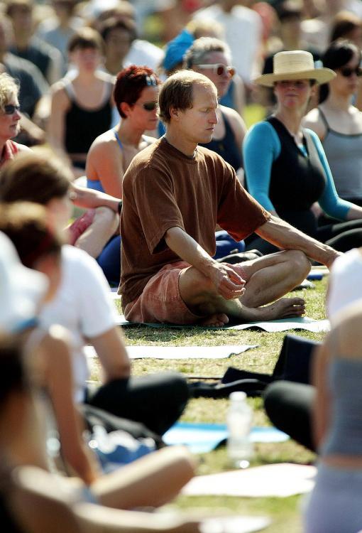 famosos-yoga-fans-woody-harrelson