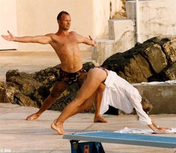 famosos-yoga-sting y señora