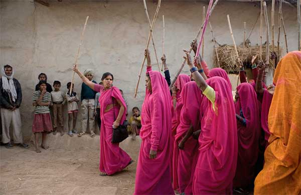 gulabi-gan-mujeres-indias