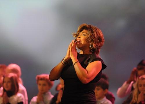 Tina Turner - Sarvesham Svastir Bhavatu (Mantra de la Paz)