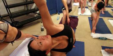 El Hot Yoga – Ventajas e inconvenientes del Bikram