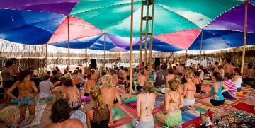 Fiestas Yoga Rave: música, mantras y meditación – So Wath Proyect – Indra Mantras